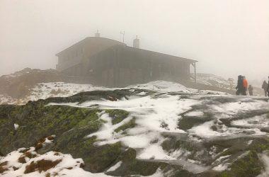 Mraky, dážď, vietor ani ľad nás nezastavia. Komunitný výstup Hikemates na Téryho chatu